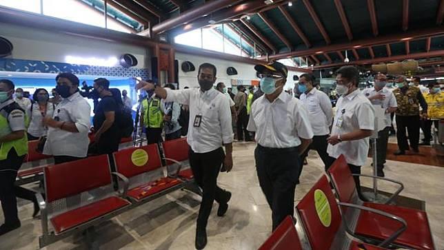 Tinjau Bandara Soetta, Menko PMK Kembali Tegaskan Mudik Tetap Dilarang