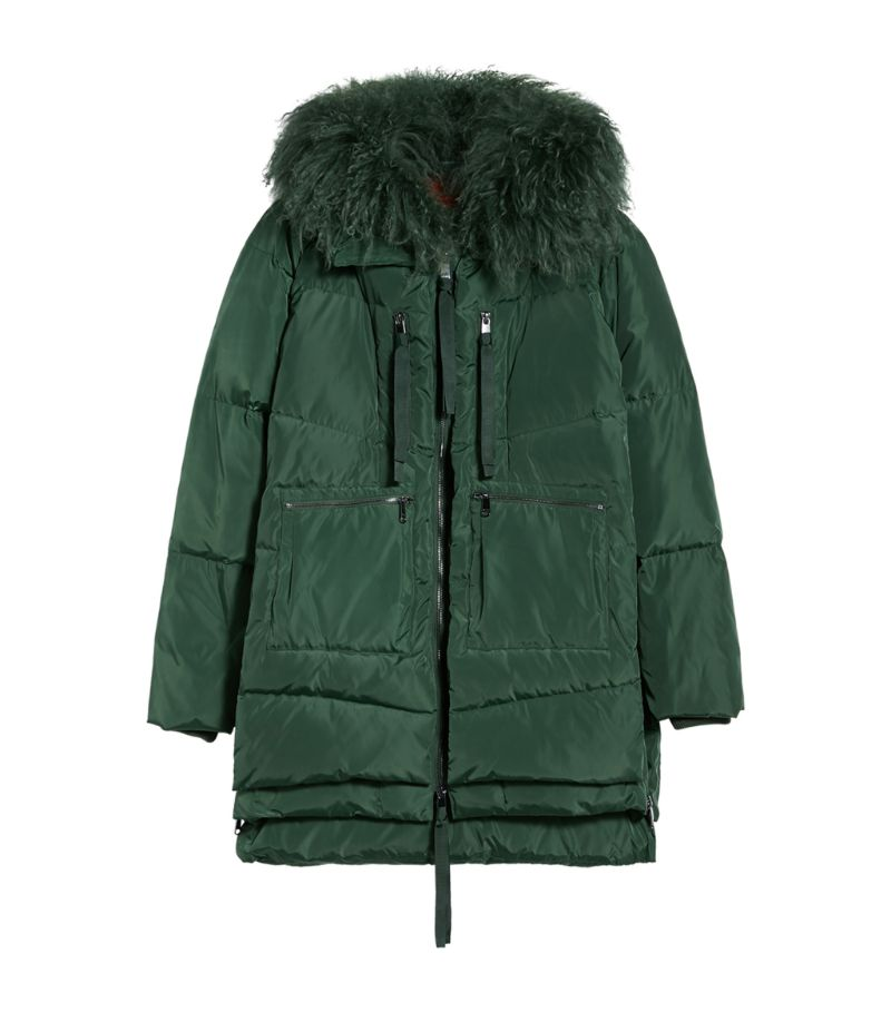 MAX & amp, CO.s quilted jacket is a sumptuous offering for the cooler months. Boasting a detachable