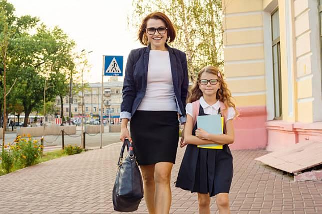 Dampak Positif Ibu Bekerja Untuk Dirinya dan Anak