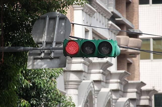 紅燈示意圖。記者曾健祐/攝影