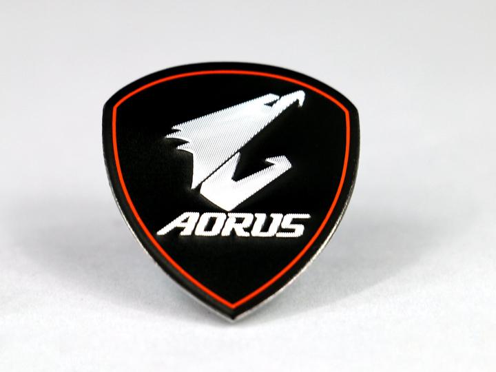 立體的AORUS獵鷹銘牌可以貼在主機上,讓技嘉科技的鷹粉們點好信仰價值。