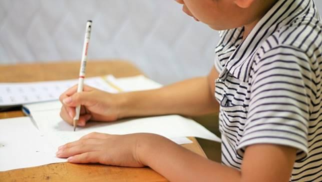 「錢是要緊急時用的…」5歲弱勢小孩一句話令人心酸,理財專家媽媽:別怕太早和孩子談錢