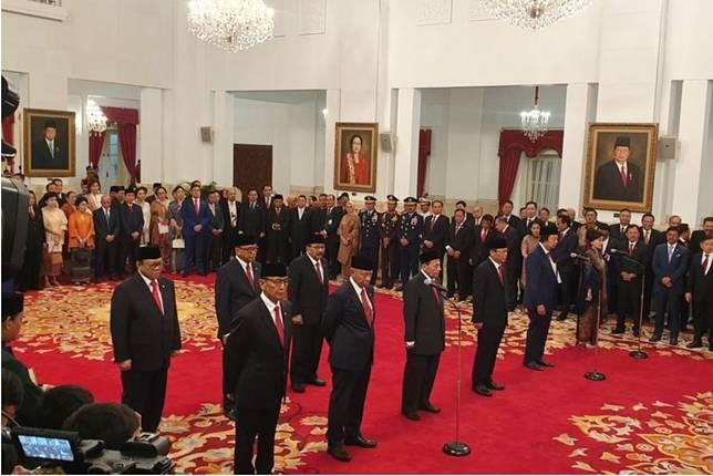 Presiden Joko Widodo melantik sembilan anggota Dewan Pertimbangan Presiden (Wantimpres) 2019-2024, Jumat (13/12/2019) siang.(KOMPAS.com/Ihsanuddin)  Artikel ini telah tayang di Kompas.com dengan judul