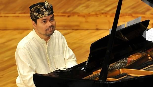 Pianis Ananda Sukarlan. TEMPO/Dasril Roszandi