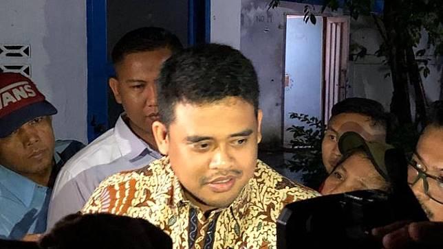 Bobby Afif Nasution nonton bareng di Warkop Jurnalis Medan