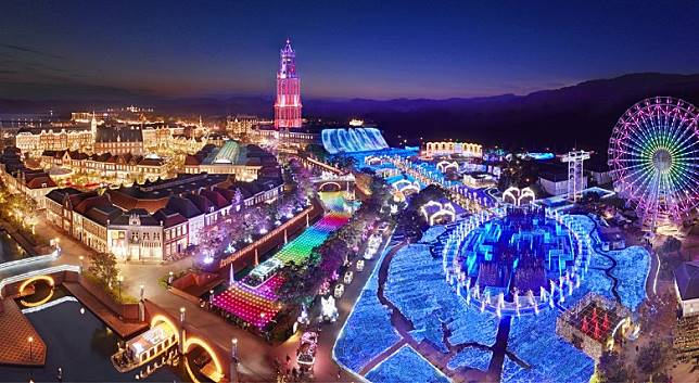 豪斯登堡燈飾擁有世界最大規模的1,300萬顆燈光,締造出光之王國。(互聯網)