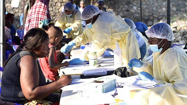 Congolese health workers collect data before administering ebola vaccines to civilians at the Himbi Health Centre in Goma, Democratic Republic of Congo, July 17, 2019. WHO chief Tedros Adhanom Ghebreyesus said he had accepted the recommendations of a committee of international experts which stressed there should be no restrictions on travel or trade, and no entry screening of passengers at ports or airports outside the immediate region.  REUTERS/Olivia Acland