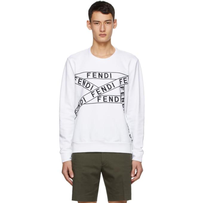 白色长袖圆领套头衫,采用毛圈布面料,正面黑色图案徽标刺绣。供应商配色:White