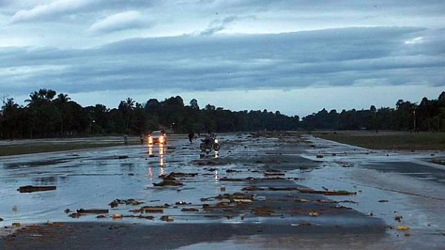 Sejumlah fasilitas di Bandar Udara Andi Jemma Masamba terendam lumpur. (Dok Kemenhub)