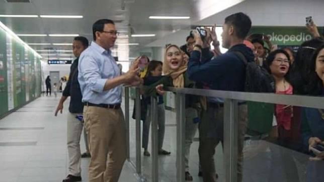 Ahok saat mengunjungi stasiun MRT di Jakarta.