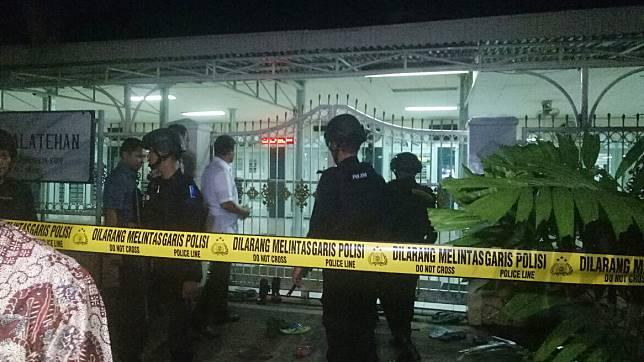 ™  Kronologi Penusukan 2 Anggota Brimob di Masjid Dekat Mabes Polri