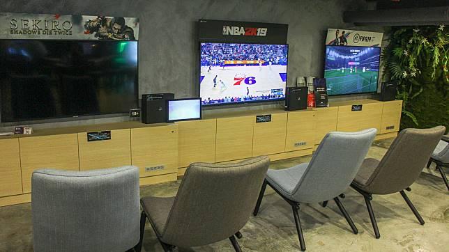 場館有3部PS4,可以免費玩《FIFA》和《隻狼》等。