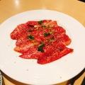和牛炙りカルビ - 実際訪問したユーザーが直接撮影して投稿した西新宿韓国料理韓国家庭料理 焼肉 韓感の写真のメニュー情報