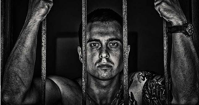 囚犯:不想再回監獄 遭判30年監禁崩潰下秒「吞藥自殺」