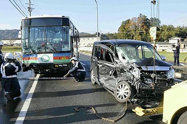 司機在租車前亦應該與租車公司訂明「墊底費」,若汽車不幸被撞毀,司機只需付墊底費。(互聯網)