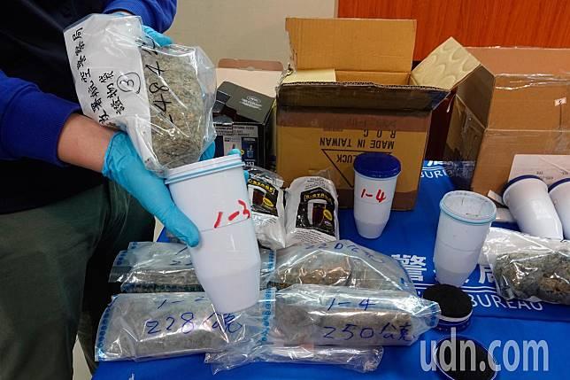 航警局與海關上個月在桃園機場破獲跨國販毒集團,查獲嫌犯以濾水器濾心夾藏毒品的手法,兩次以快遞包裹偷渡第二級毒品大麻花。 記者鄭超文/攝影