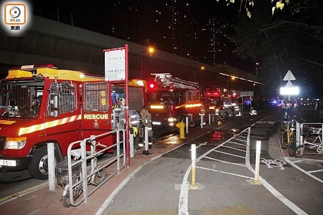 多輛消防車到場救援。(葉嘉文攝)