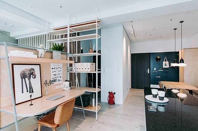 客廳的書架與層櫃