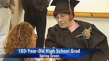 超激勵! 103 歲老婦高中畢業:「有了高中畢業證,人生才算成功!」
