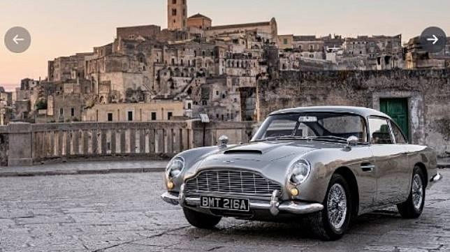 Mobil Aston Martin DB5 di Film James Bond: No Time to Die. (Twitter/astonmartin)
