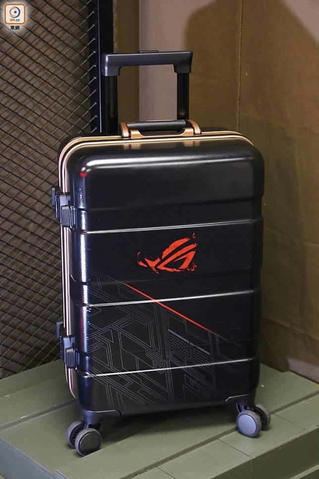 唔想逐樣配件買咁煩,入手ROG Super Pack大全配行李箱就可全部擁有。(張錦昌攝)