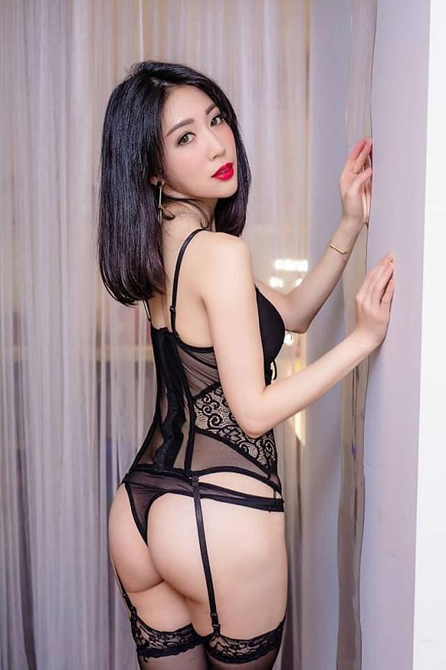 親自示範性感內衣,被女士們捧為內衣專家。(互聯網)