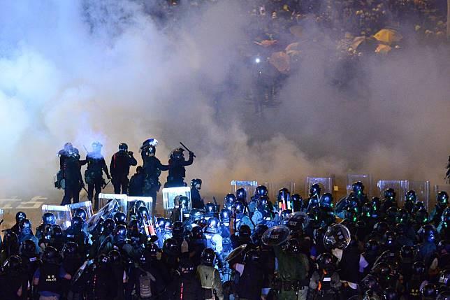 警方多度施放催淚彈