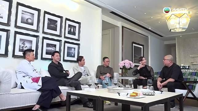 陳山聰(左起)、王敏德、馬國明及吳啟華同伍姑娘及Bob大談拍劇見聞。