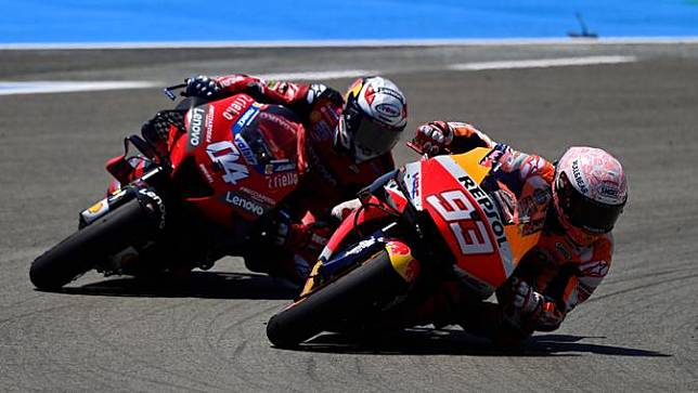 Pembalap Repsol Honda, Marc Marquez, saat berlaga pada MotoGP 2020 di Sirkuit Jerez, Spanyol, Minggu (19/7/2020). Quartararo berhasil finis di posisi pertama dengan catatan waktu 41 menit 23,796 detik. (AFP/Javier Soriano)