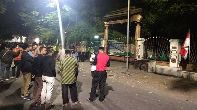 Suasana di Wisma Mahasiswa Papua, Jl Kalasan No. 10 Surabaya, Jumat (16/8/2019) malam. [Suara.com / Dimas Angga]