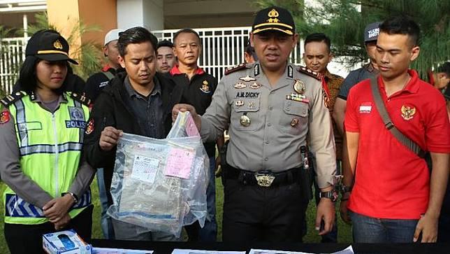 Polisi menjelaskan kronologi pembunuhan bocah dalam karung (Liputan6.com/Achmad Sudarno)