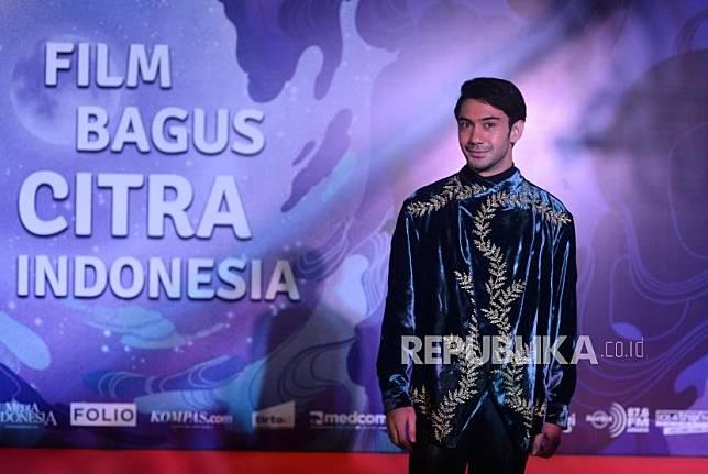 Merayakan Hari Pendidikan Nasional, aktor Reza Rahadian mengajak masyarakat berpartisipasi aktif untuk memajukan pendidikan Indonesia lewat berbagai langkah sederhana.