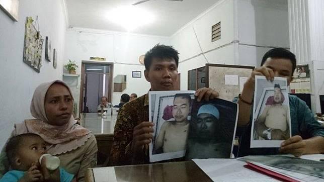 Tribun Medan/Victory Arrival Hutauruk Winda Syahfitri Rangkuti (kiri) saat berada di Kantor LBH Medan. Winda meminta penembak mati suaminya Muhammad Riduan dihukum seadil-adilnya.    Artikel ini telah tayang di tribun-medan.com dengan judul Suaminya Ditembak Mati Polisi, Winda Minta Keadilan karena 4 Anaknya Tak Lagi Punya Ayah, https://medan.tribunnews.com/2019/11/20/suaminya-ditembak-mati-polisi-winda-minta-keadilan-karena-4-anaknya-tak-lagi-punya-ayah. Penulis: Victory Arrival Hutauruk Editor: Feriansyah Nasution