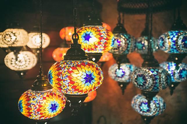 Pesona Cahaya Lentera, 8 Ide Kreatif Memaksimalkan Lighting di Hunian