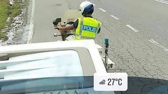 Petugas polisi yang ramai dibicarakan warganet. (Facebook)