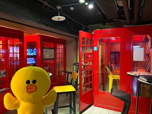 場內還有這種小型K房,到櫃檯免費兌換代幣就可以開心練歌。