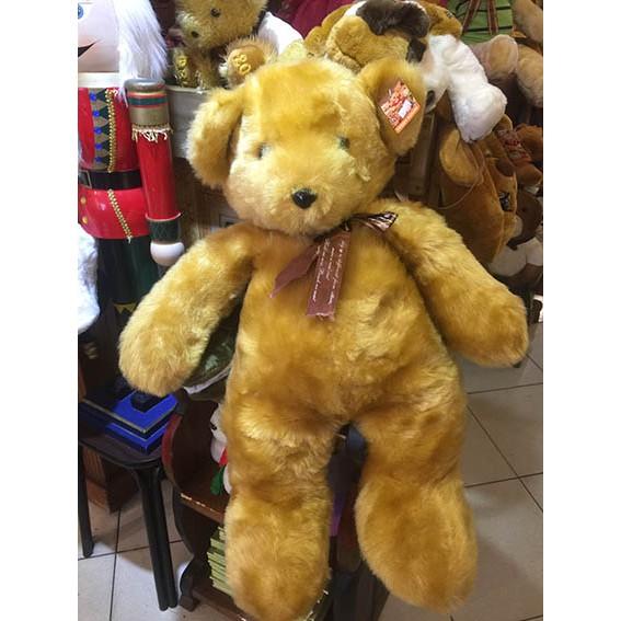每隻泰迪熊會給主人帶來好運~ 獻上我滿滿的祝福~ 送給心愛的寶貝守護心愛的寶貝~ 當我不在你身邊時~泰迪熊永遠守護你平安幸福快樂~ 有夢最美,人類因夢想而偉大,泰迪熊常伴隨夢想而來,使您美夢成真,心想事成~ 泰迪熊是有真實故事為背景,買公司貨,質感纖細柔軟!保證內充原棉~品質好有保障~提供售後維修服務,是真正正牌的泰迪熊!不同於一般的仿品~ ~ 搭配泰迪熊專屬卡片和泰迪熊精美的手提袋,貼心的服務,使您送禮大方又體面,使送禮不再是一種負擔,而是感恩、回饋、喜悅~ 請認明泰迪熊公司代理,附有泰迪熊專屬卡片和泰迪熊專屬的手提袋,才是真正正牌有保障的泰迪熊。 限量紀念黃金亮毛泰迪熊TEDDY BEAR(證書)(正牌泰迪熊有原廠保証書,品質才有保障) 送給心愛的寶貝守護心愛的寶貝~當我不在你身邊時~泰迪熊永遠守護你平安幸 可愛的泰迪熊,為您帶來無限好運~伴您渡過每個快樂時光~分享您生命的喜悅和~ 快樂時他為您歡喜~挫折失意時~他給您希望與力量~永不放棄生命與希望~感恩的心~永遠期盼明天會更好~