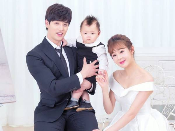 ™  Istri Eli U-Kiss Curhat Soal Kesulitannya Jadi Istri Seorang Idola K-Pop