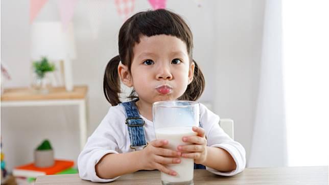 保久乳鈣質少?羊奶比牛奶好?破除乳製品6大迷思