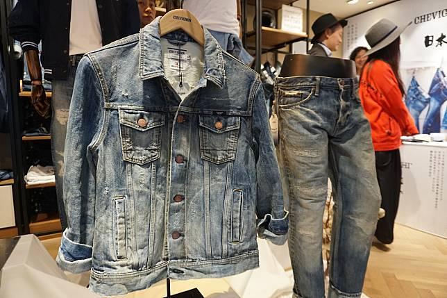 系列共有1件牛仔褸,7條牛仔褲。