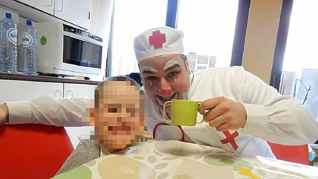 比利時一名專業小丑,日前殺害前女友,過程中竟還逼對方的3名子女全程觀看。(圖/翻攝自臉書)