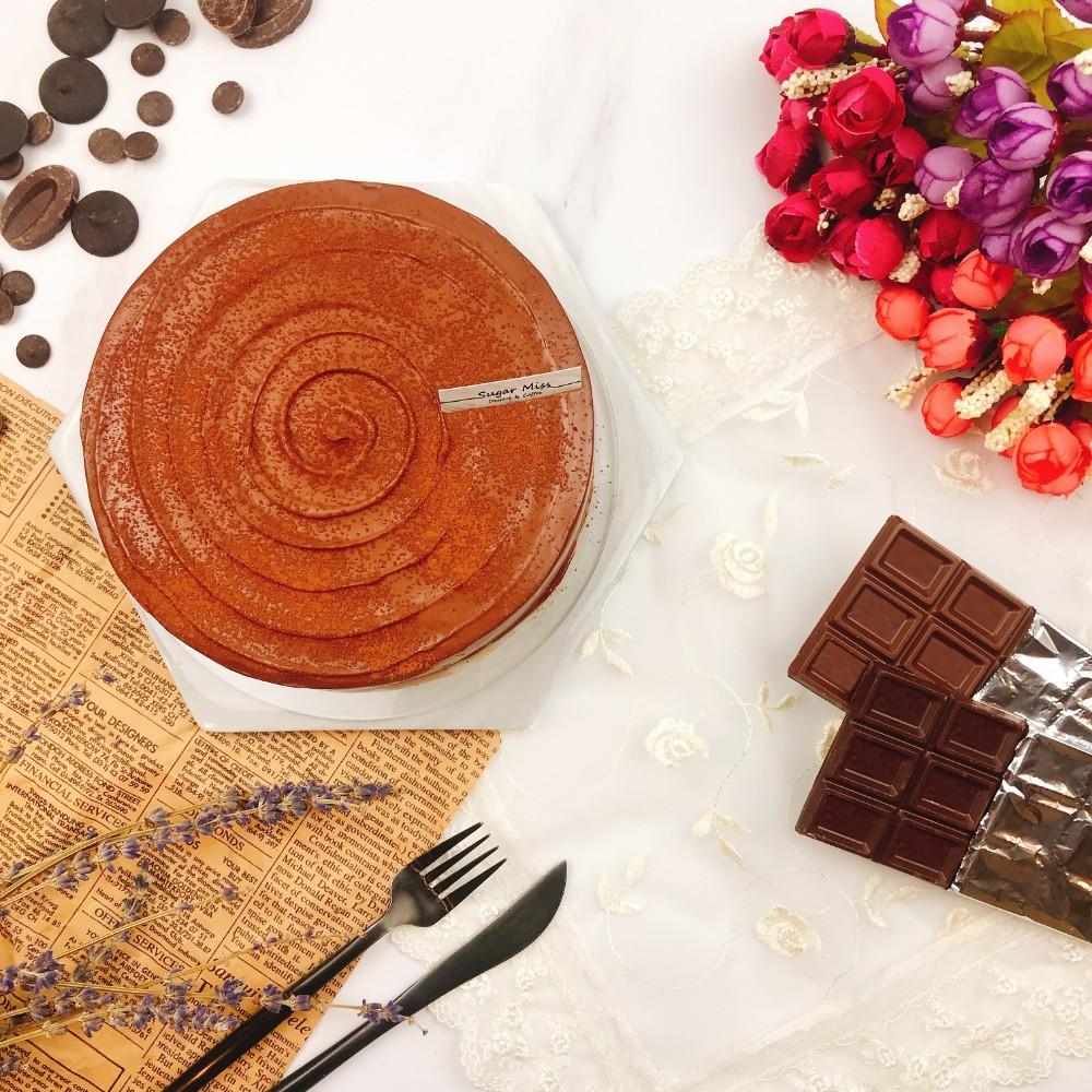 【商品介紹】法芙娜被譽為巧克力界的愛馬仕,是款非常頂級的巧克力品牌。70%及85%的巧克力基底混人進口奶霜,純苦與甜味交錯的濃郁口感,餘韻帶有微酸花果香。【商品身分證】成份: 北海道奶霜、法芙娜70%