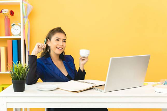 8 Cara agar Anda Tetap Merasa Bahagia saat Bekerja