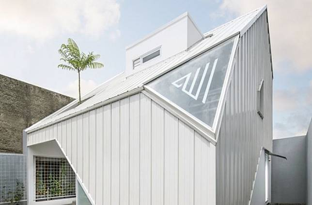 Desain Rumah Luas 105M² Ini Memaksimalkan Cahaya Matahari Sebagai Pencahayaan di Dalam Rumah