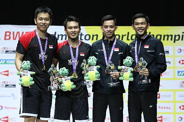 Ganda putra Indonesia di Kejuaraan Dunia Badminton BWF 2019 di Swiss. Hendra Setiawan / Mohammad Ahsan (kiri) merebut emas. Fajar Alfian / Muhammad Rian (kanan) merebut perunggu.