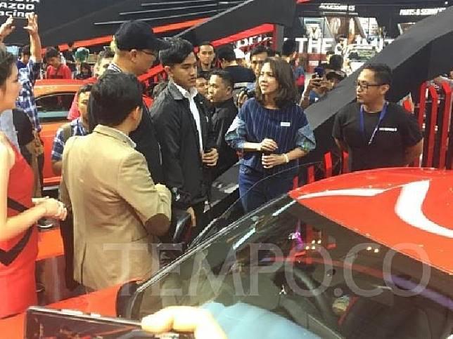 Anak bungsu Presiden Joko Widodo, Kaesang Pangarep berkunjung ke arena GIIAS 2019 di ICE BSD, Tangerang. Ia menjajal mobil sport asal Jepang, Toyota GR Supra, Jumat 19 Juli 2019. TEMPO/Khairul Imam Ghozali