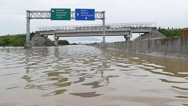 Banjir Tol Ngawi-Kertosono: Antara Cuaca Ekstrem atau Salah Desain