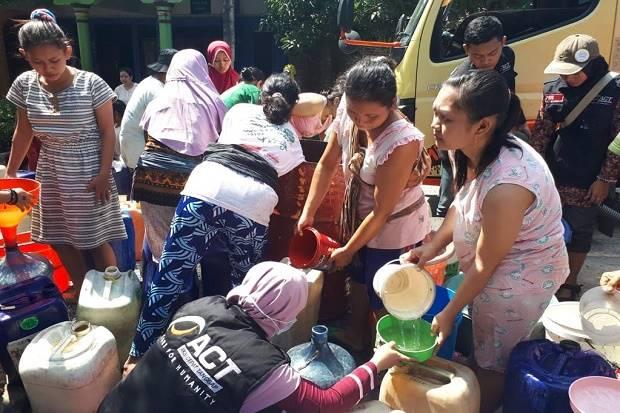 Kekeringan di Jateng Meluas, Tim MRI-ACT Suplai Puluhan Ribu Liter Air Bersih