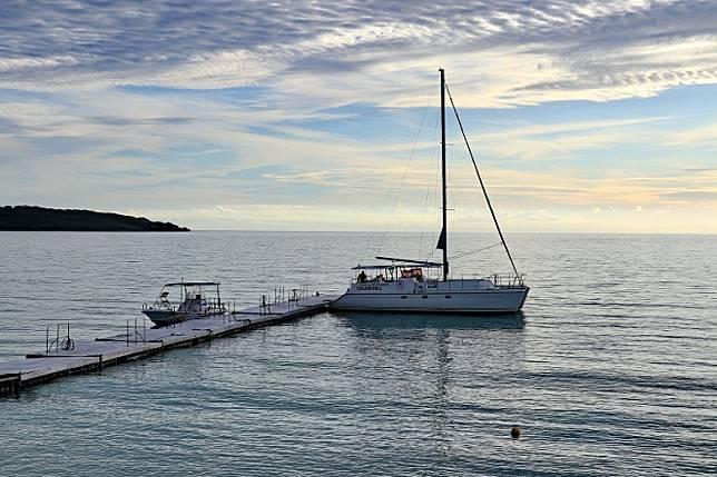 東急渡假村報名參加日落遊艇團,最大特色是非住客也可以參加。(李家俊攝)