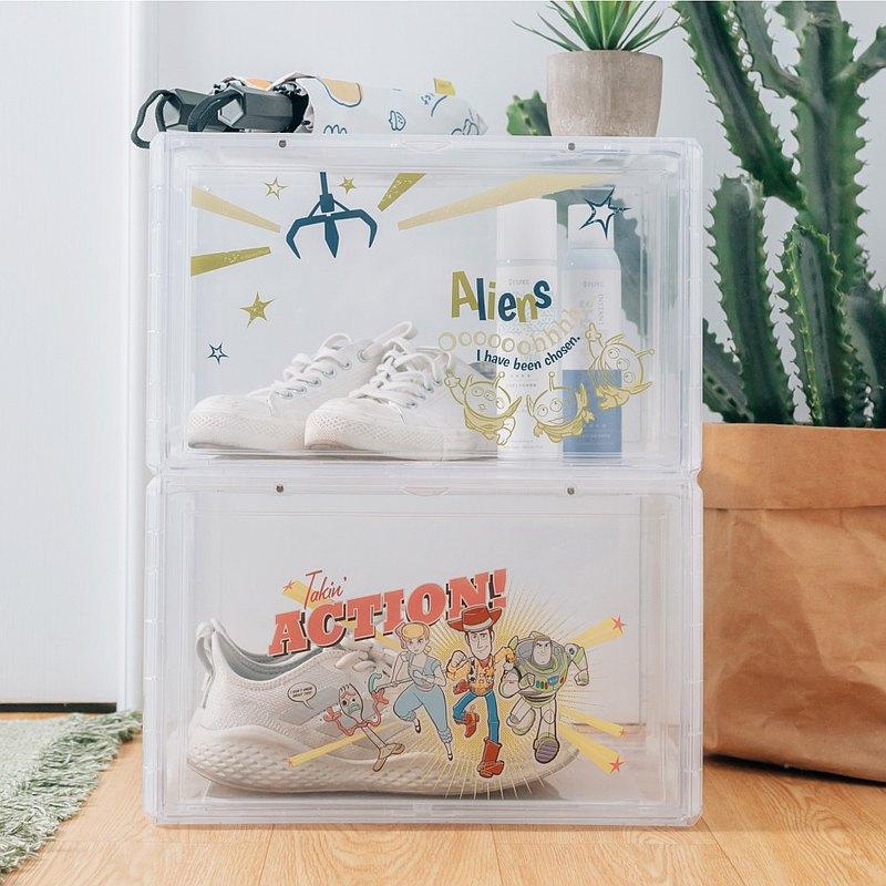 玩具總動員來囉!<br />復古風格的插畫結合透明PP材質的收納箱,<br />讓收納一目了然,<br />結構式箱體設計,<br />再也不用擔心箱體太過脆弱,<br />跟著他們一起把玩具都完整收納進箱子吧!